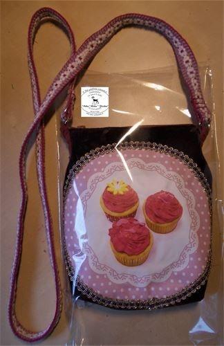 Hübsche kleine Tasche mit einem in Kumihimo geflochtenen Band 28,00 zzgl. Versandkosten