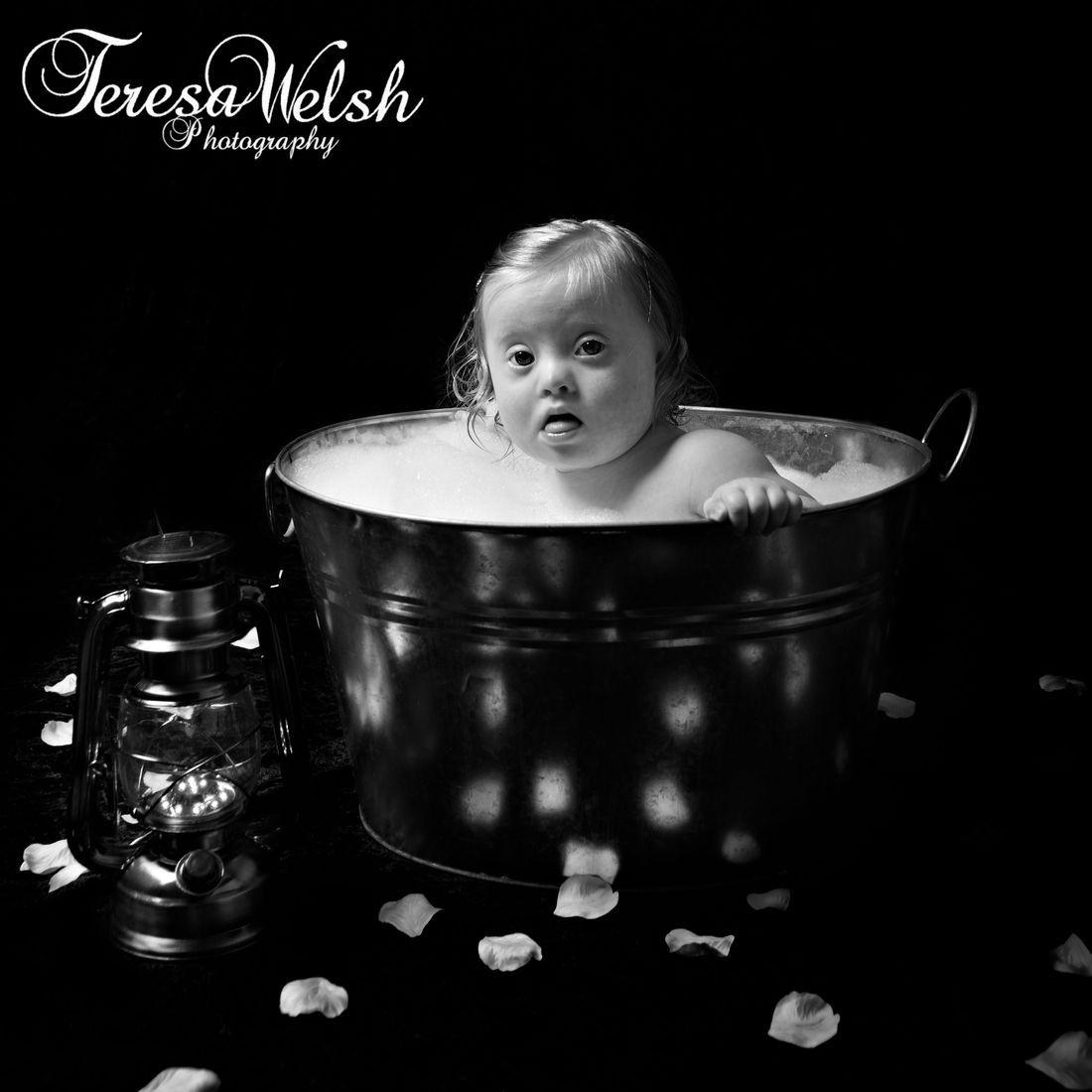 bubble bath, sitter portraits, beautiful baby photos,