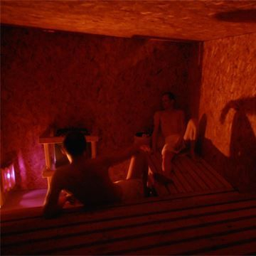 Picture of two guys chatting in Sauna at I-kandi