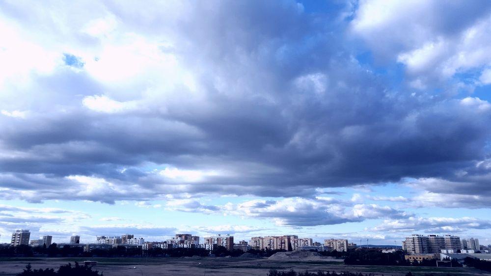 Cielo azul sobre Sevilla