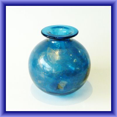 ISLE OF WIGHT GLASS/Azurine blue globe vase 17cm