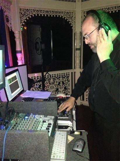 DJ Glenno wedding entertainment party dancefloor party