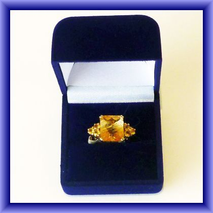 9ct GOLD TOPAZ RING , size O