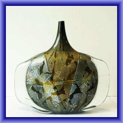 MICHAEL HARRIS GLASS LARGE,signed fish vase, by Johnathan Harris, weight 2960kg, 25cm h x 26.5cm w