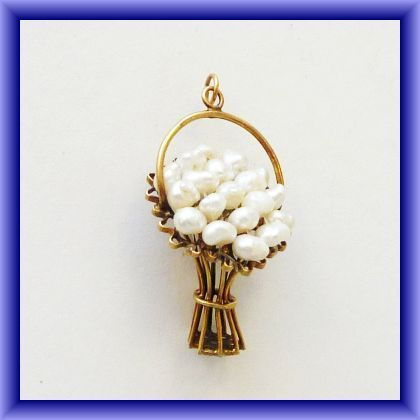 9ct charm/with SEED PEARLS