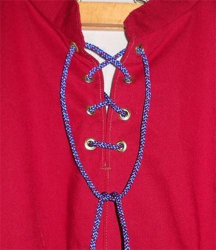 Einfache Kumihimo-Kordel zum schließen eines Hemdes
