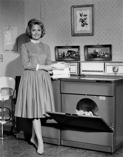 1963-Donna-Reed-with-Washer-Dryer