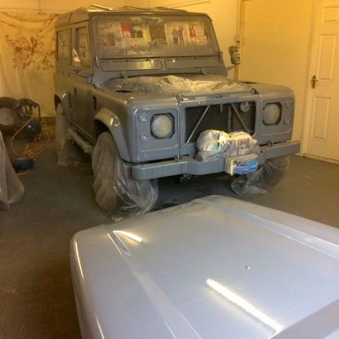 Landrover defender in primer
