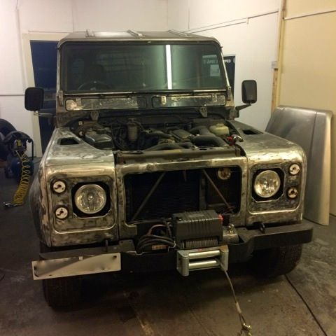 Landrover defender stripped down