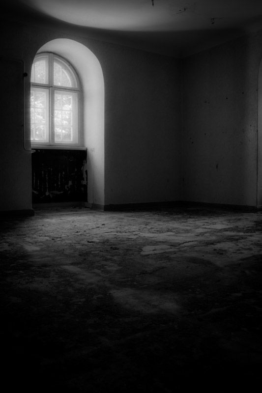 Stieven Rogiers Photography Empty Window Fine Art Black and White picture
