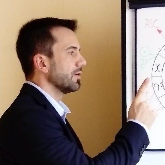 Devenir Astrologue Professionnel avec François Barthomeuf