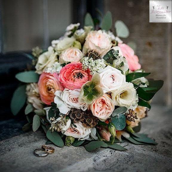 Brautstrauß mit Eheringen