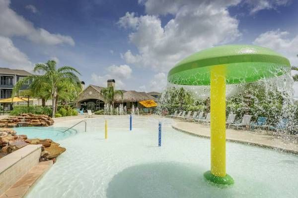apartments in Kemah with swimming pool, waterpark features, hot tub, on site lake, picnic areas,