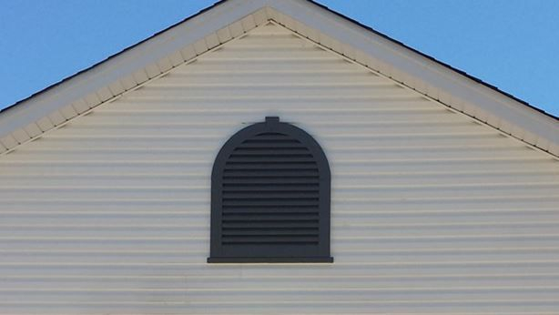 Aluminum  tombstone gable vent with keystone