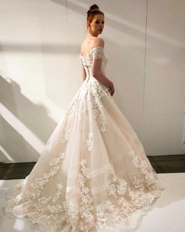 Större kjol i brudklänning/Prinsessklänning