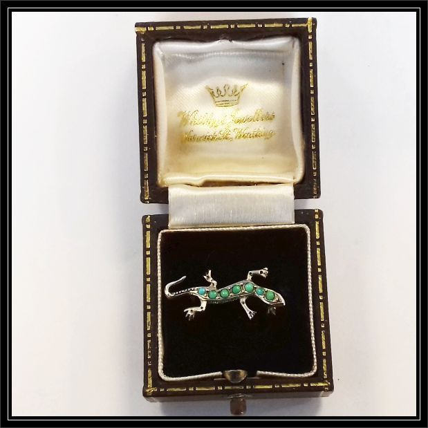 Stunning 9ct gold EMERALD and diamond ring (size P)