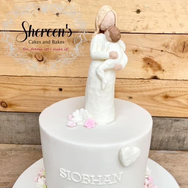 Pretty Birthday Cake Willow Pregnant figure roses hearts birthday cake
