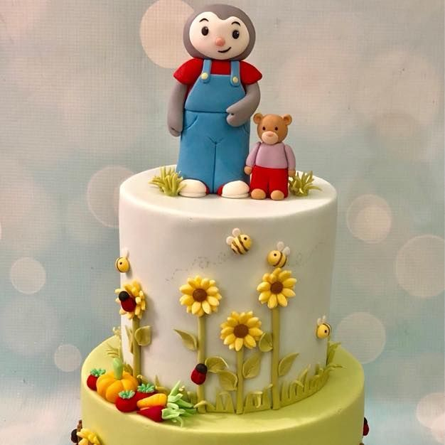 Tchoupi DouDou cake garden birthday sunflowers ladybugs vegetables