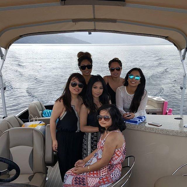 We offer relaxing boat tours on Okanagan Lake!