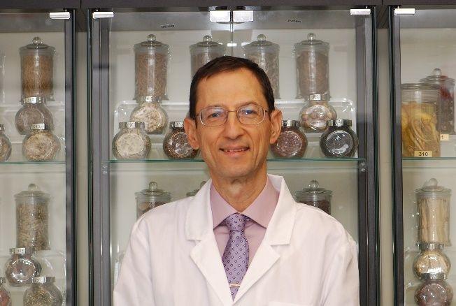 Lic. Acu., Diplomate of Acupuncture, Herbalist