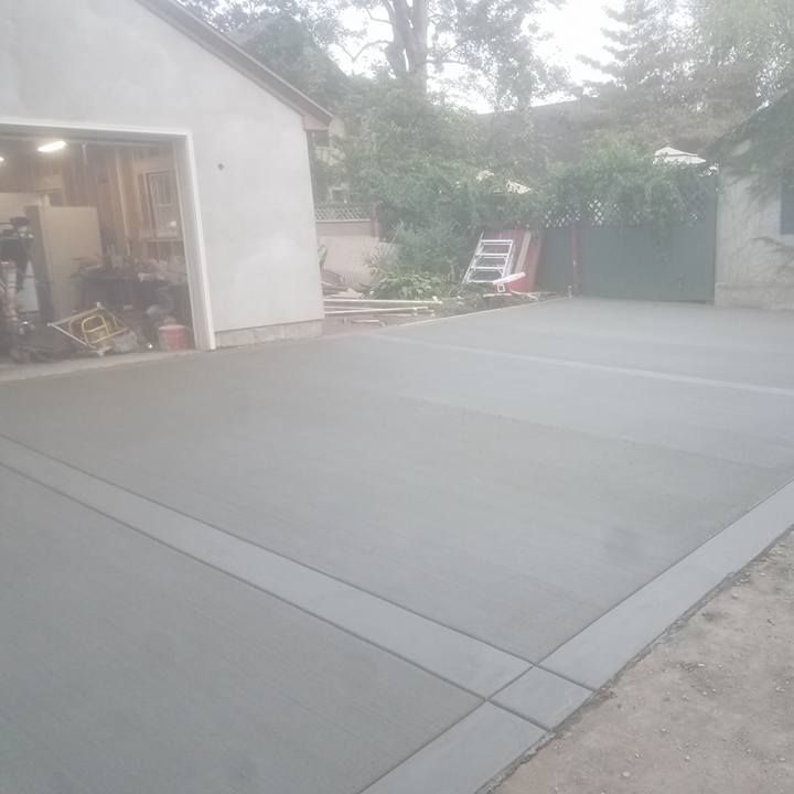 Broomed Driveway with Smooth Border