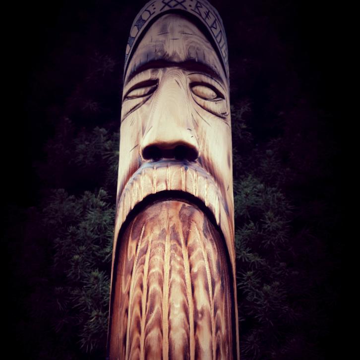 Totem norse Viking art God pole norse god Odin