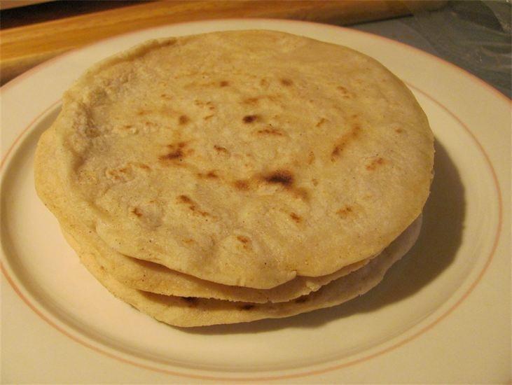 No hay rincón de Nicaragua en donde no se coma tortilla. Las tortillerías han sido por siglos los lugares en donde la gente del pueblo y de los barrios se han reunido a esperar que salgan bien calientitas las tortillas para la cena.