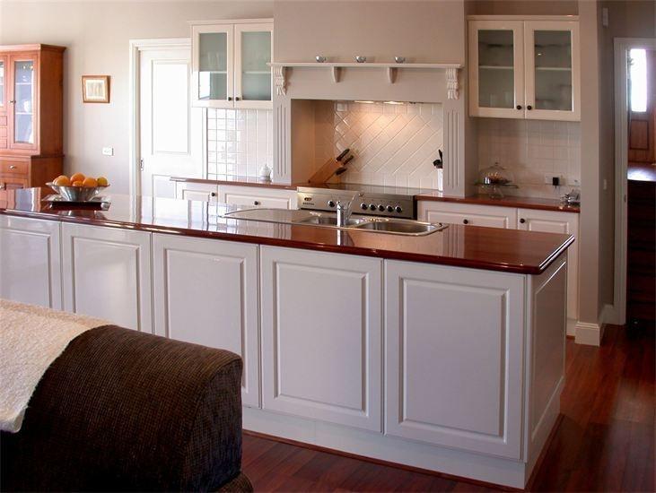 Vinyl Kitchen with Redgum timber benchtop