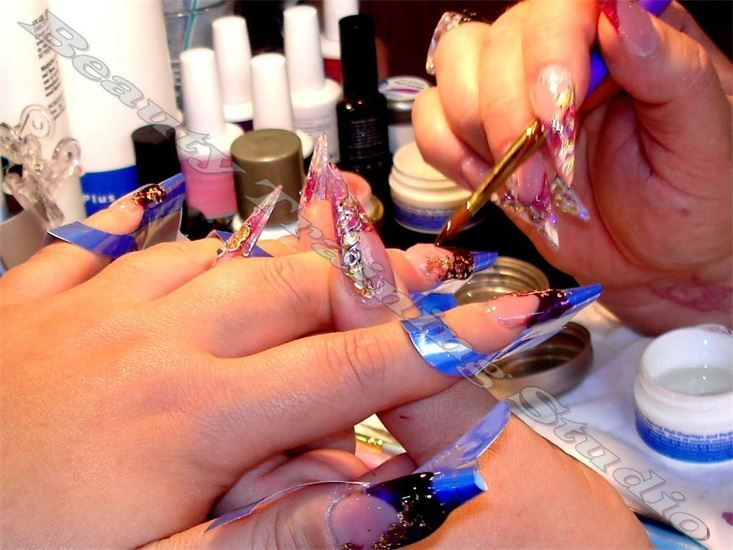 NAILS TECHNICIAN COURSES - Certificate
