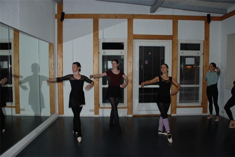 In jedem Alter kann mit dem Ballett begonnen werden. Auch als Erwachsener kann man sich diesen Traum noch erfüllen.