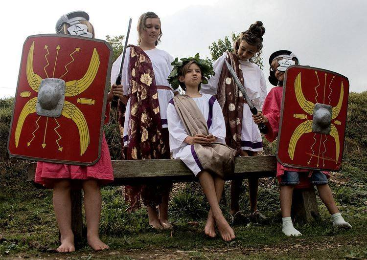 Roman workshop for primary schools with armour demonstration