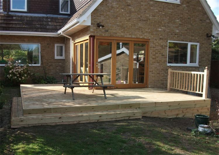 GARDEN DECKING IDEAS BALUSTRADE AND STEPS CAMBRIDGE