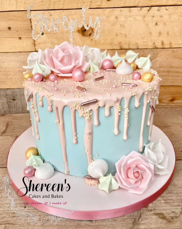 Pastel colours with roses and meringues