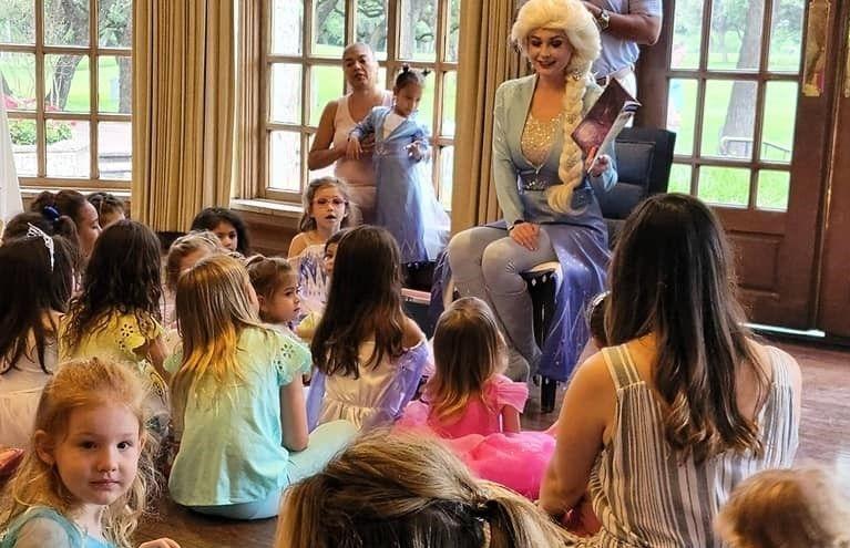 Elsa Frozen 2 party character San Antonio