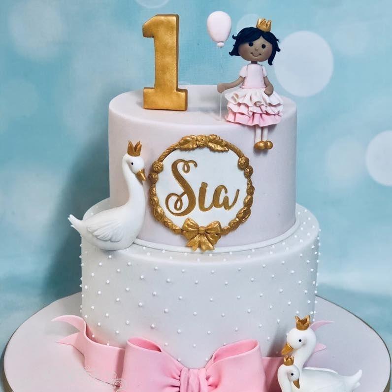 Pretty Swan Birthday Cake