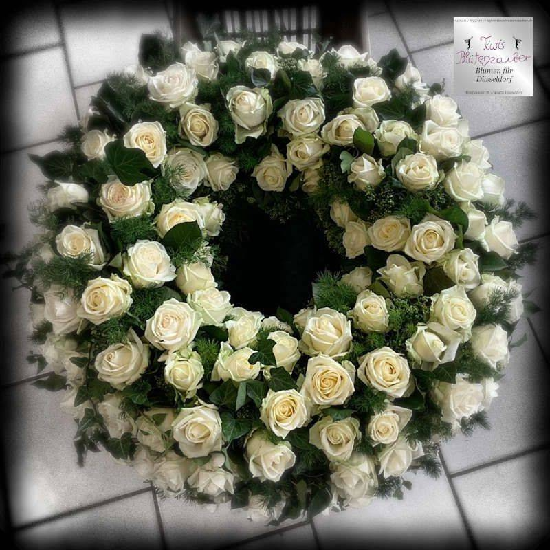 Trauerkranz vom Blumenladen Tiwis Blütenzauber in Düsseldorf