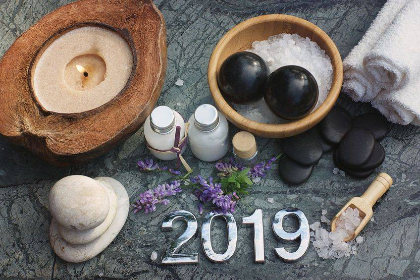 Hot massage and aromatherapy props layed out with digits 2019