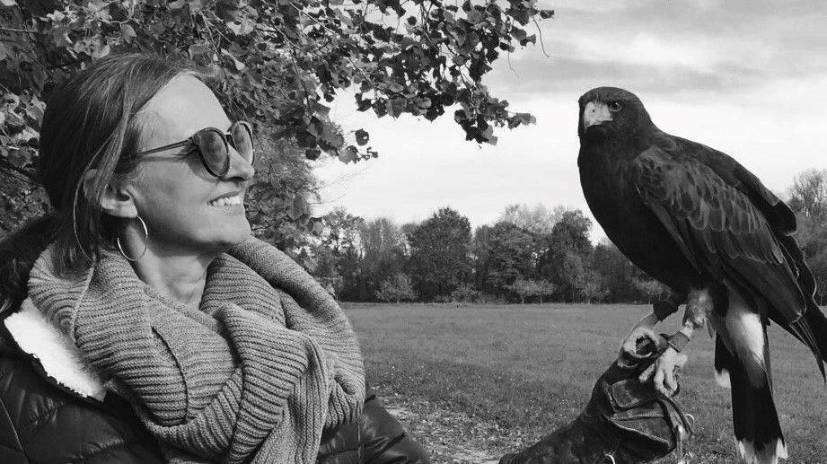 Energietherapeutin Fränzy Furrer mit einem Adler