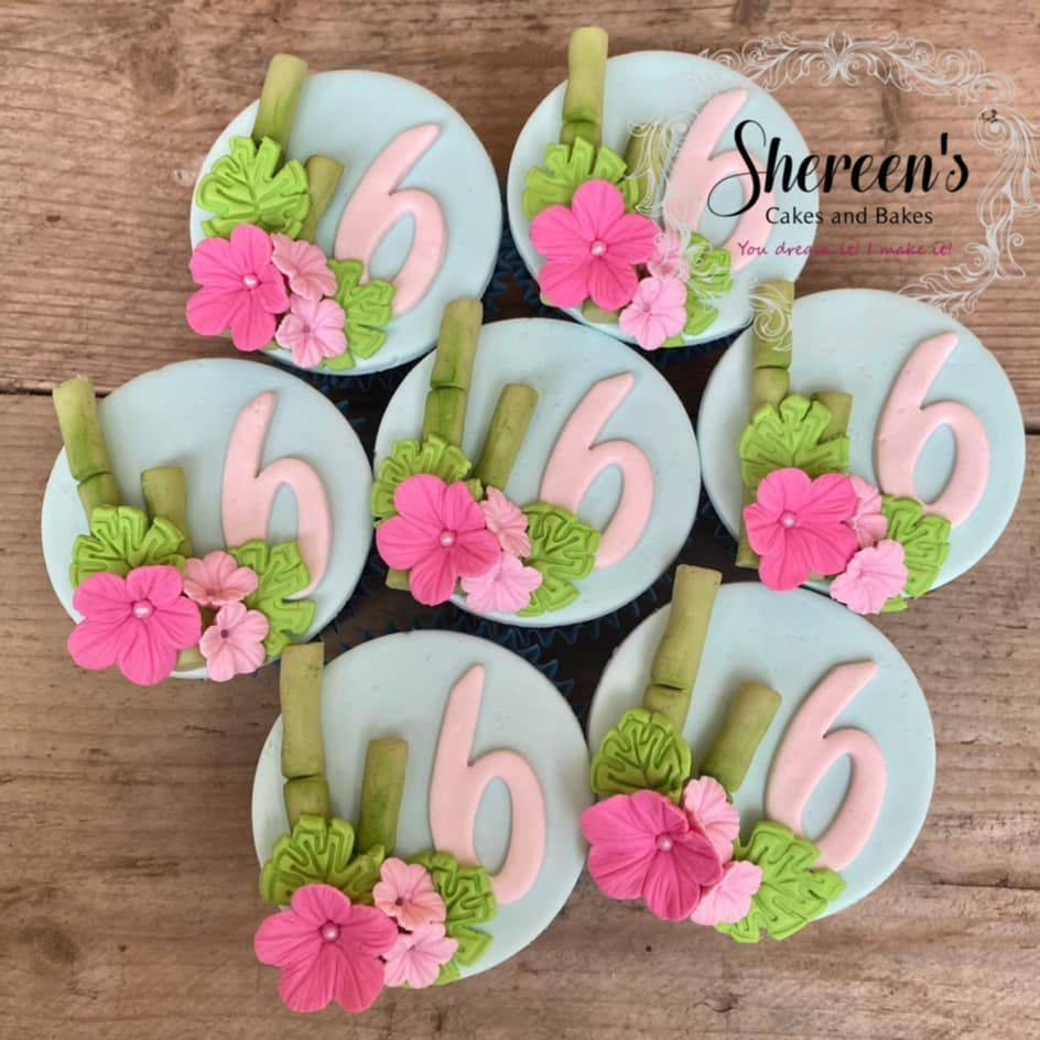 Pretty Tropical Bamboo Flower Cupcakes