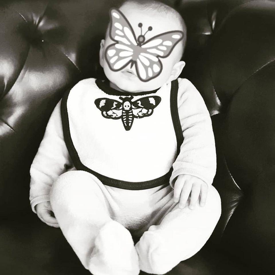 bavoir, bavette , bébé , rock, rock'n'babe , tête de mort, skull , crane, papillon, créatrice, rocknbabeshop