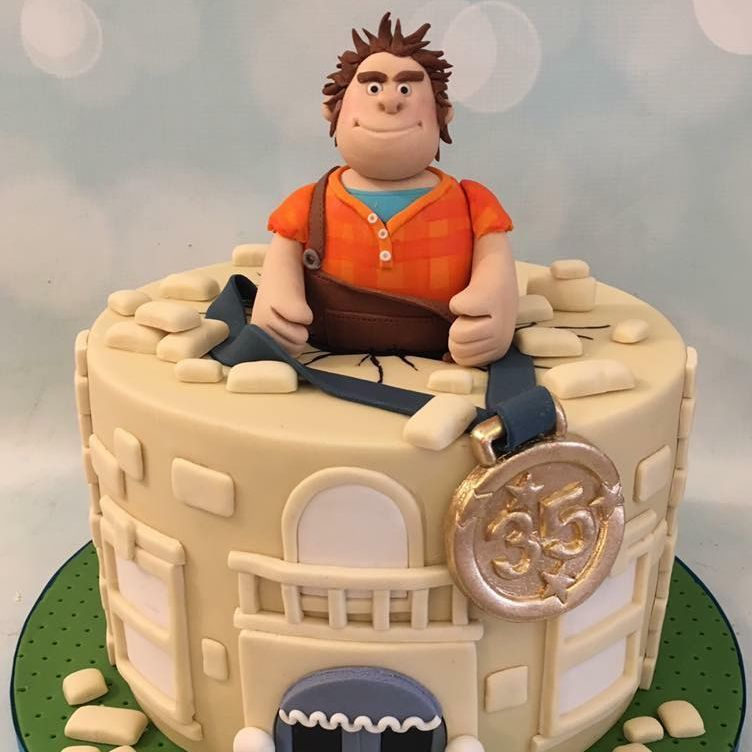 Wreck It Ralph Birthday Novelty Cake Celebration