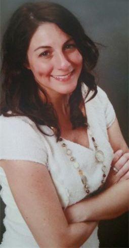 Lucia Fosco real estate agent headshot