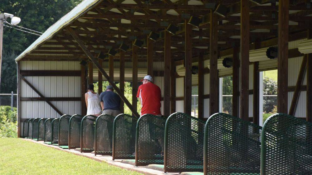 Driving range with 15 covered stations and 8 lasered targets