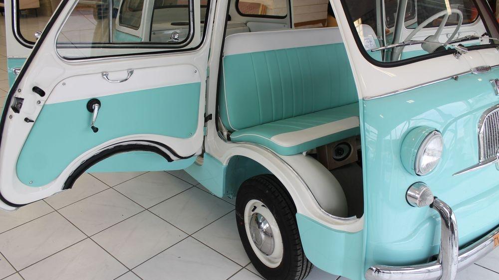Intérieur de vieille voiture ,  Ardèche