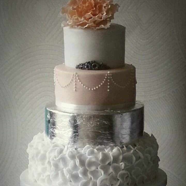 Sugar flowers, sugar roses, flower cascade, wedding cake redhill, wedding cake surrey, wedding cake Nutfield