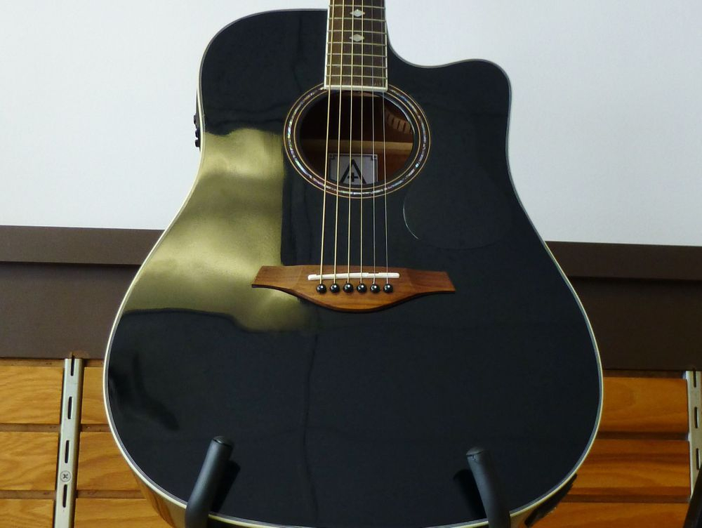 Closeup Picture of Hohner Electric Acoustic Guitar