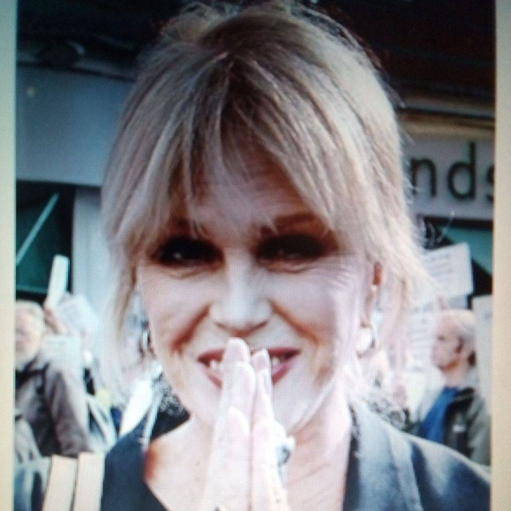 'JOANNA LUMLEY'PATSY''GERKERS''CELEBRITIES'