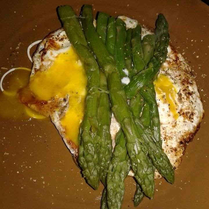 Garlic fried egg and asparagus