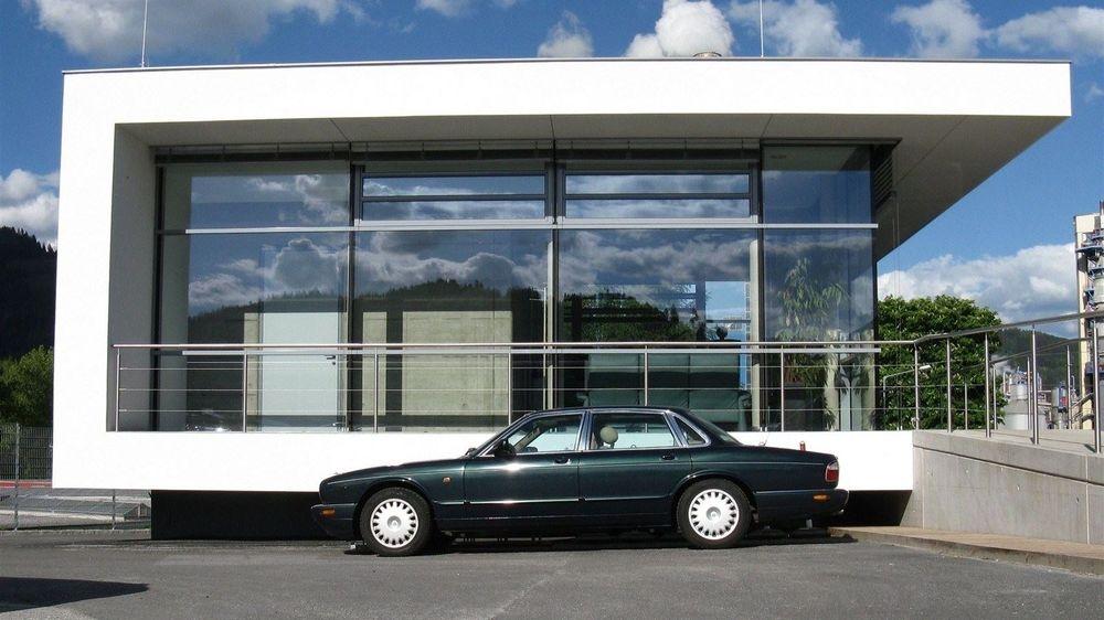 Werkszufahrten _ Factory Entrances _ Sehen Sie, wie man  Werkseingänge als Visitenkarte Ihres Unternehmens wahrnehmen kann.