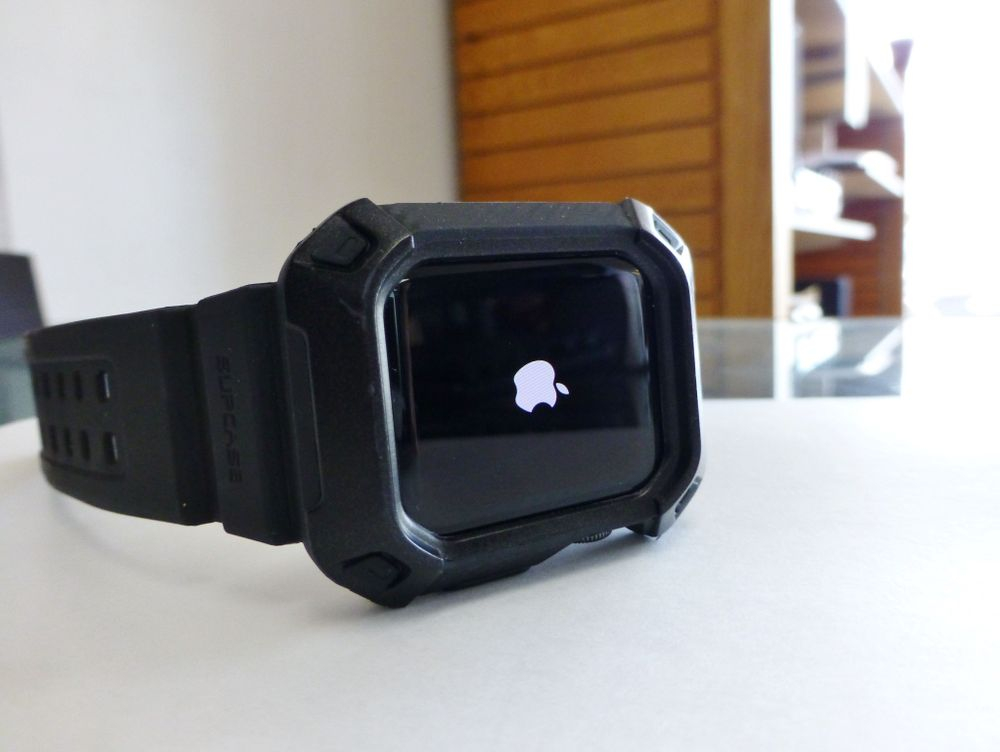 Closeup picture of an apple series 3 smart watch